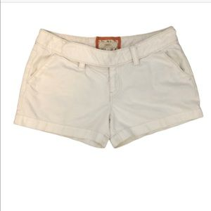 FOSSIL WOMANS WHITE SHORTS SIZE 12